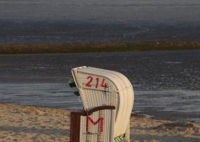 Strandkorb im Sonnenaufgang